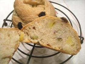 サツマイモのねじりんパン