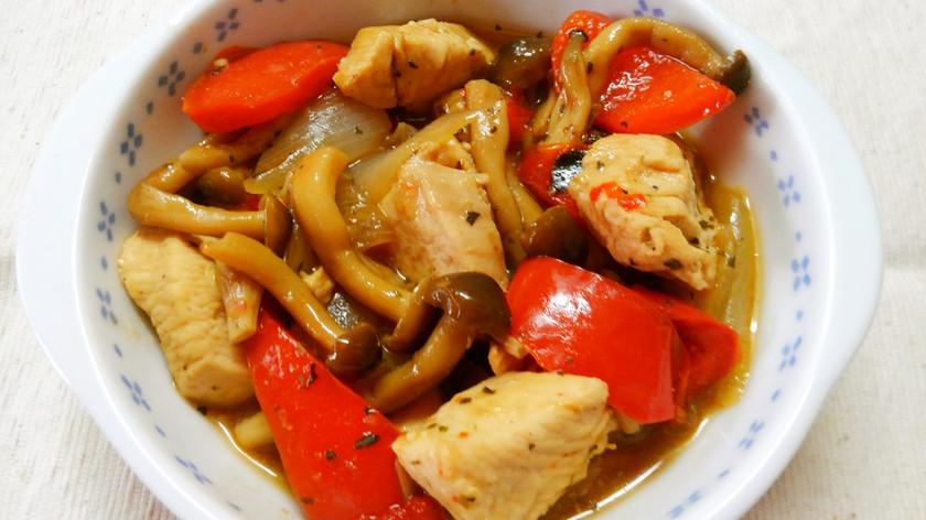 鶏むね肉とパプリカの コンソメ醤油炒め♡