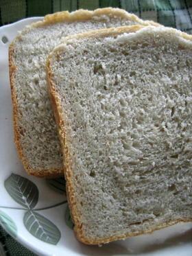 ホシノ天然酵母で 発芽玄米入りそば粉パン