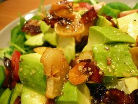 アボガドと葉っぱのサラダ