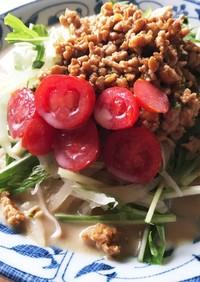 玉ねぎスライスと鶏そぼろの豆乳味噌冷麺