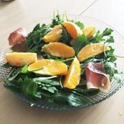 ルッコラとオレンジのサラダwith生ハムの写真