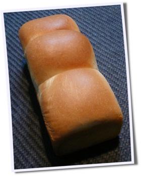 もちもちふわふわ♥リッチな生クリームパン