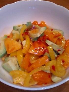 アボカドと柿とパプリカのカラフルサラダ