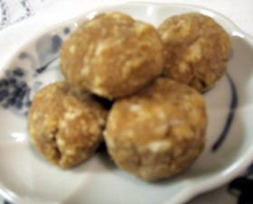 おからでヘルシー☆ピリ辛味噌団子餅