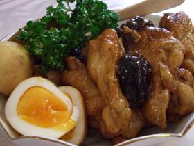 鶏肉とプルーンのさっぱり煮半熟卵添え