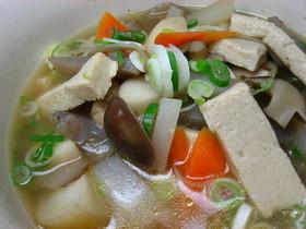 ほんわか温まるぅ凍み豆腐汁