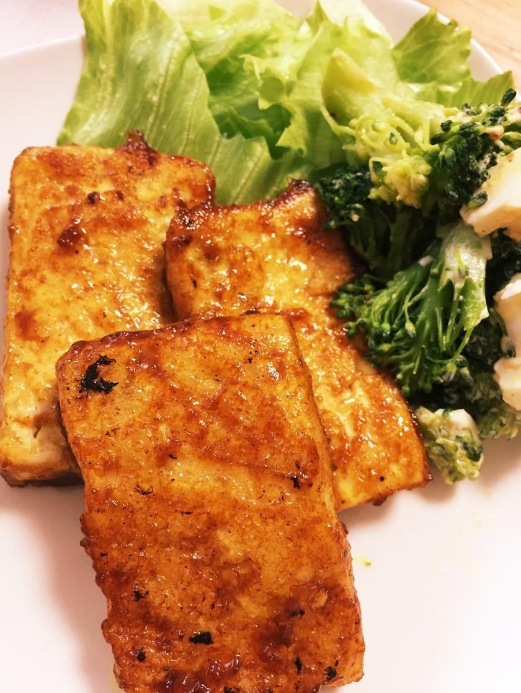カレーソースでコクうま豆腐ステーキ!