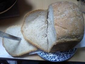 HBで。オリーブ油とむきゴマの食パン