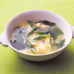 いんげんとわかめの卵スープ