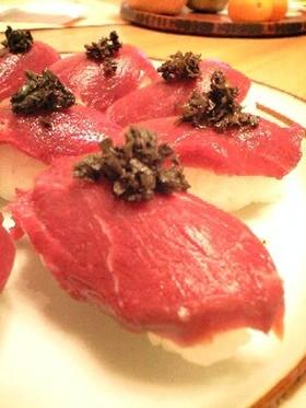 大葉にんにく醤油で馬刺しのにぎり寿司