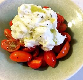 トマトのブッラータのせ