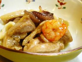鶏肉とシーフードの黒酢炒め