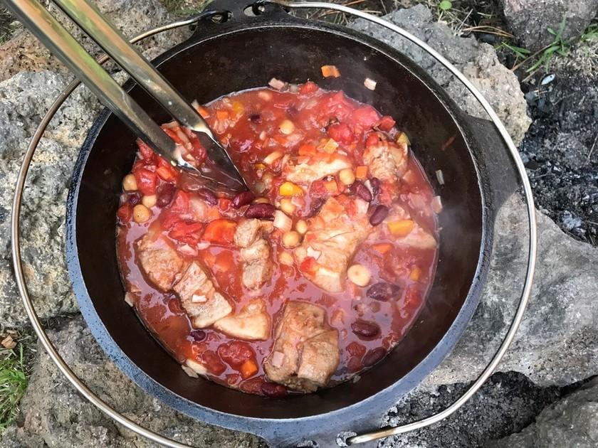 豚肉のカスレ-簡単ダッチオーブン料理-