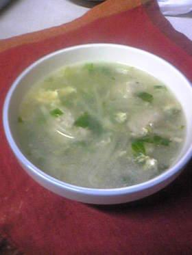 ピリッと辛い肉団子の中華風スープ
