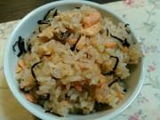 鮭とひじきの炊き込みご飯の写真