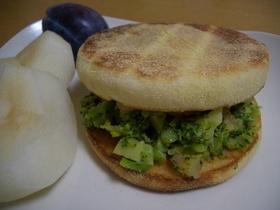 絶品♪ブロッコリーと海老のサンドイッチ
