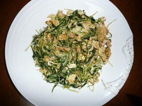 水菜と卵のめんつゆ炒め