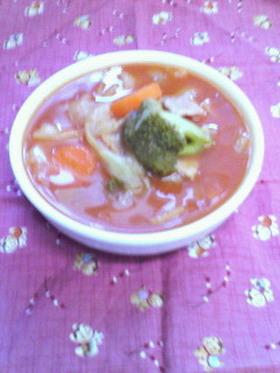 半端野菜でピリ辛トマトスープ