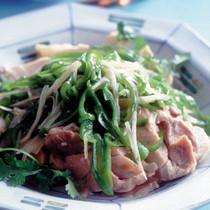 蒸し鶏の野菜ソースかけ