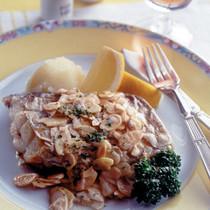白身魚のムニエル アーモンドソース