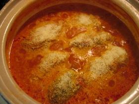 土鍋で煮込むトマトクリームロールキャベツ