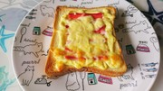 旨ウマ♪朝ごはん!カニかまチーズトーストの写真