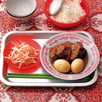 豚肉と卵の煮もの(写真右)