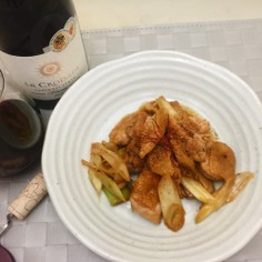 ワインとごはんがススムフライパンで焼鳥風