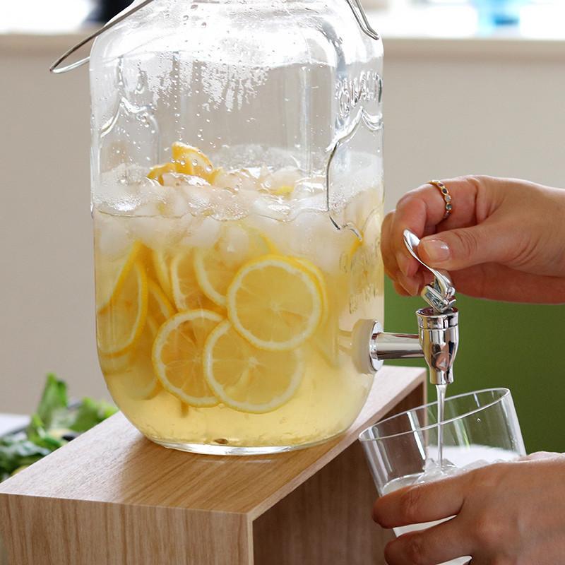 蜂蜜レモンシロップで作るレモネード