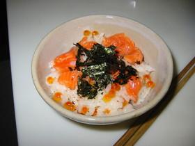 サケとイクラの腹子寿司