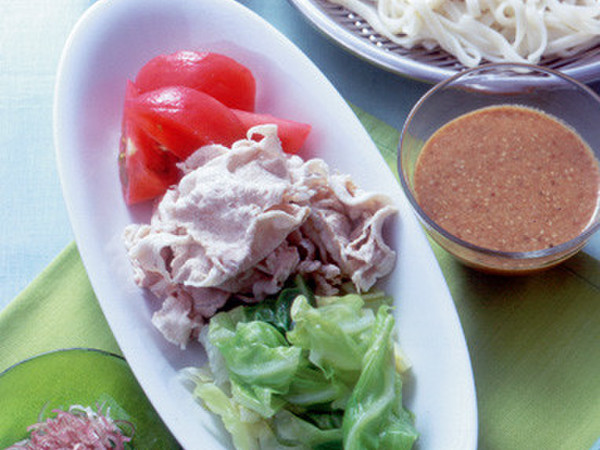 うどん+豚肉の冷しゃぶとゆでキャベツ