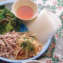 ネム・タイ(豚耳の煎り米まぶし)