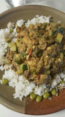 サバの水煮缶で、夏野菜のドライカレー
