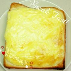 高カロリー注意⚠簡単チーズエッグトースト