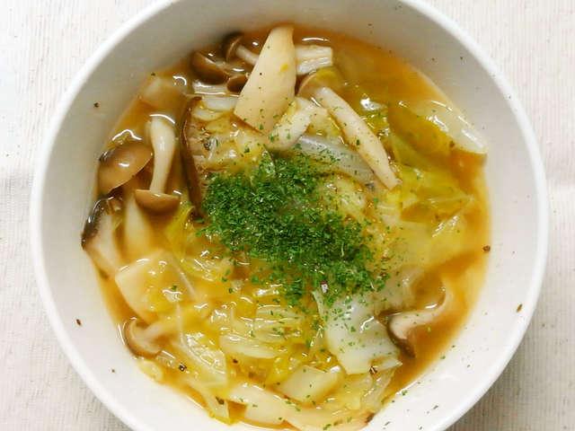 きのこ コンソメ スープ