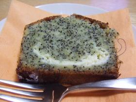 ブルーポピーシード&クリームチーズケーキ