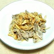 ▣豚肉と新玉ねぎのニンニクポン酢炒め