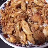ツナが超美味え鶏と新玉ねぎ丼