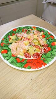 カボッコリーとエビとトマトのマヨネーゼの写真