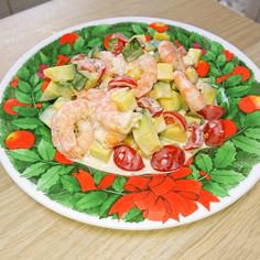 カボッコリーとエビとトマトのマヨネーゼ