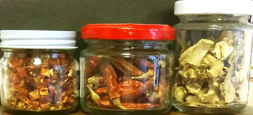 ドライ(干し)生姜と赤唐辛子
