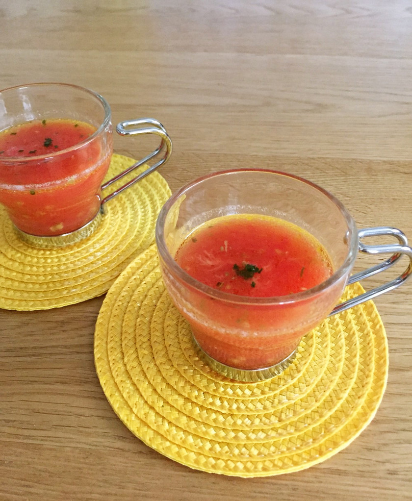 ミキサーいらず!冷凍トマトの冷製スープ