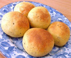 ノンバター!ふわふわ☆黒ゴマロールパン☆