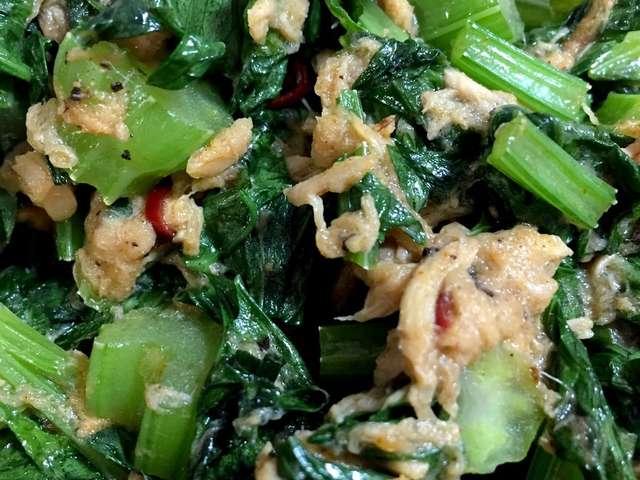 【お弁当】栄養満点!セロリの葉とツナ炒め