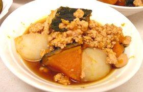 南瓜と蕪と鶏ひき肉の煮物