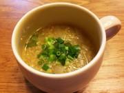 NZ産玉ねぎとキヌアの食べるスープの写真