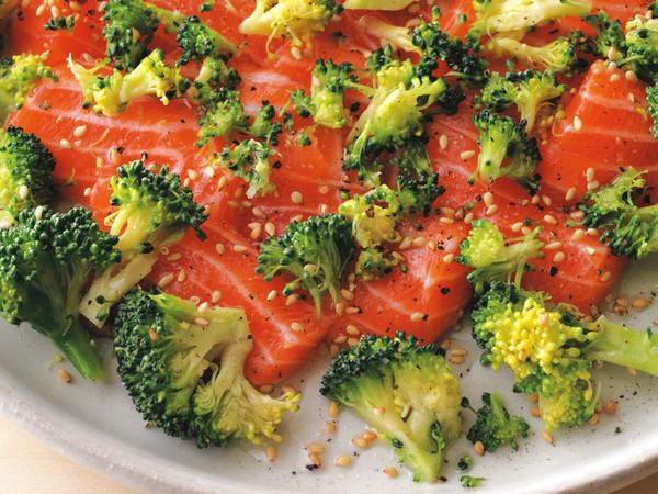 塩ブロッコリーとサーモンのサラダ