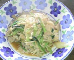 小松菜とキノコの豚バラ肉キムチ炒め