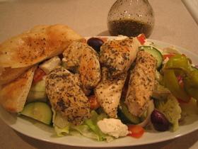 チキンスブラキサラダ(ギリシャ風サラダ)